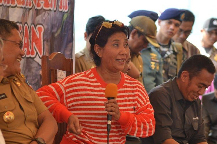 Menteri Kelautan dan Perikanan RI, Susi Pudjiastuti saat melakukan dialog bersama warga dan petani tambak di Kota Kolaka.