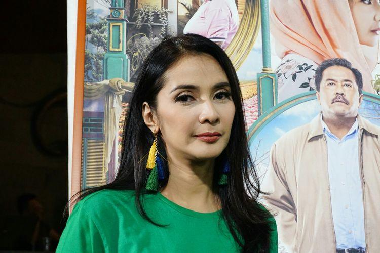 Artis peran Maudy Koesnaedi dalam jumpa pers peluncuran trailer dan poster film Si Doel The Movie 2 yang digelar di kediaman Rano di kawasan Lebak Bulus, Jakarta Selatan, Rabu (27/3/2019).