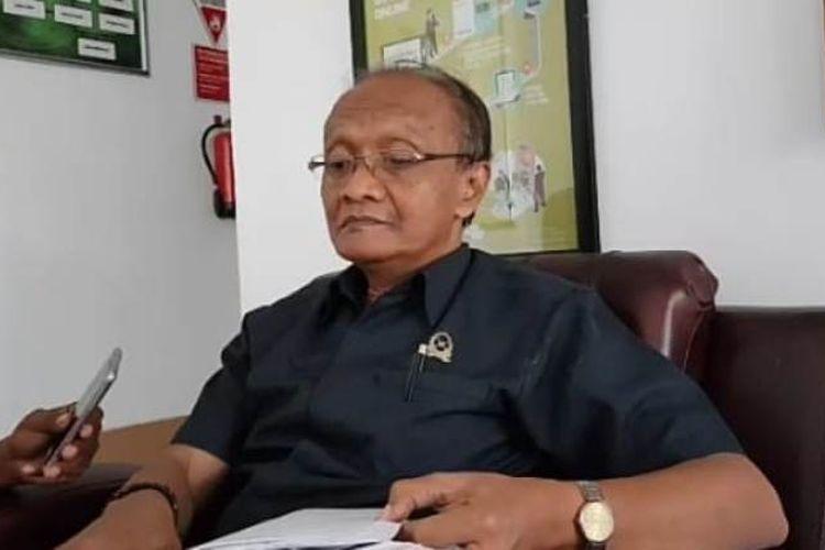 Humas Pengadilan Negeri Ambon, Herry Setiabudi saat memberikan keterangan kepada wartawan di ruang kerjanya, Senin (4/3/2019)