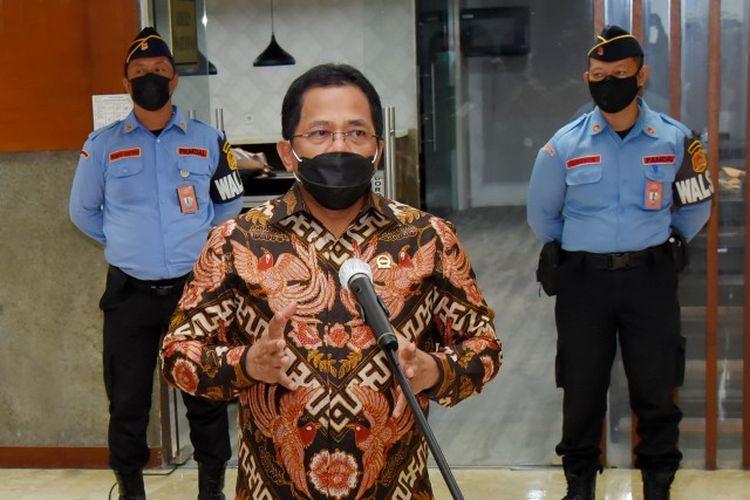 Sekretaris Jenderal (Sekjen) Dewan Perwakilan Rakyat (DPR) Republik Indonesia (RI) Indra Iskandar saat memeberikan keterangan pers di Gedung DPR RI, Senayan, Jakarta (26/2/2021).