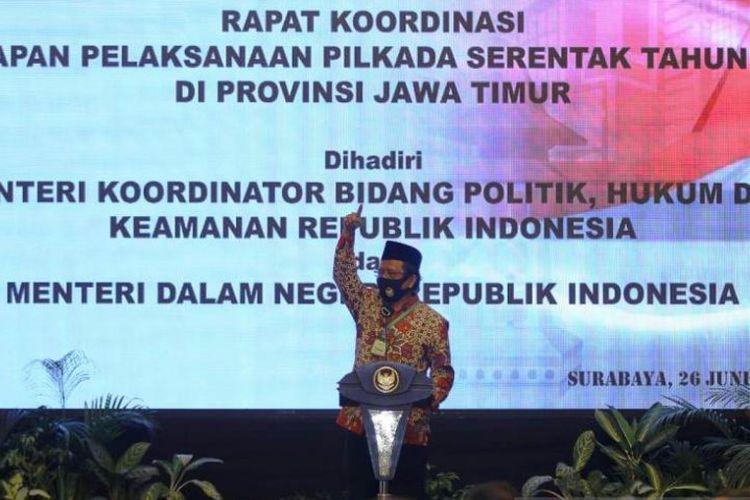 Menkopolhukam Mahfud MD saat menyampaikan arahan di sela Rapat Koordinasi Kesiapan Pelaksanaan Pilkada Serentak Tahun 2020 di Wilayah Provinsi Jawa Timur di Surabaya, Jumat (26/06/2020) sore.