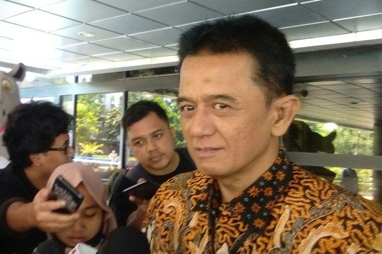 Mantan Wakil Ketua KPK, Chandra Hamzah menghadiri undangan pertemuan oleh Menteri BUMN, Erick Thohir di Kementerian BUMN, Jakarta, Senin (18/11/2019).