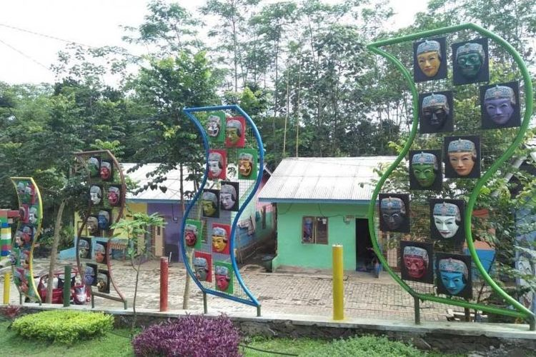 Wisata Kampung Topeng Malang.