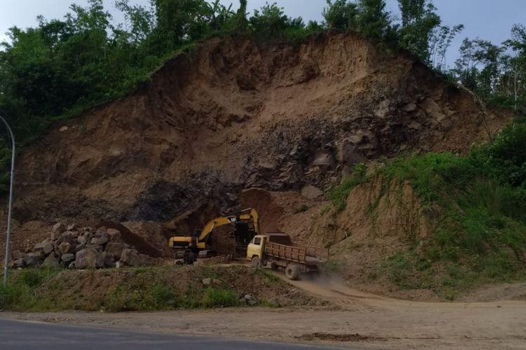 Salah satu lokasi galian pasir tanpa izin yang marak beroperasi kembali di Jalan Raya Mangkubumi-Indihiang (Mangin) Kota Tasikmalaya, Selasa (8/1/2019).