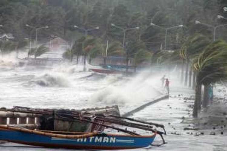 Gambar ini memperlihatkan kekuatan hembusan angin dari topan Haiyan atau dikenal juga dengan sebutan