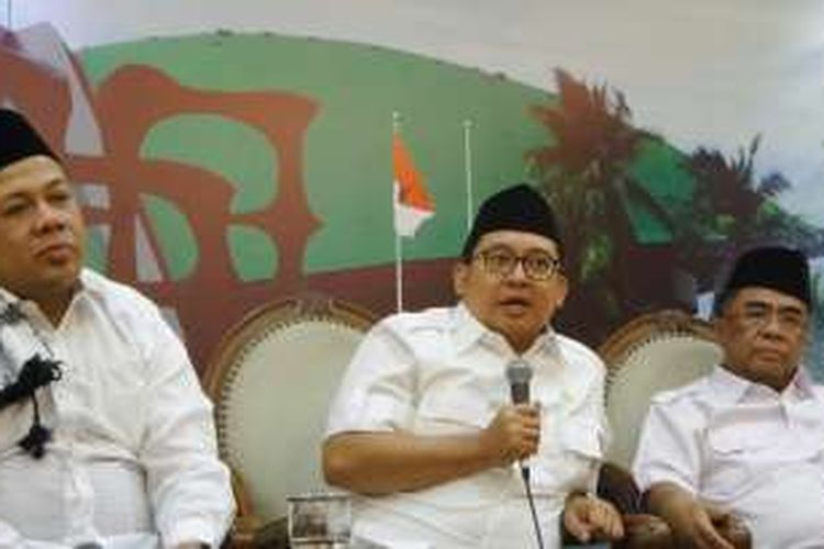 Wakil Ketua DPR RI Fahri Hamzah dan Fadli Zon serta Wakil Ketua Komisi VIII Sodik Mudjahid di Kompleks Parlemen, Senayan, Jakarta, Jumat (4/11/2016)