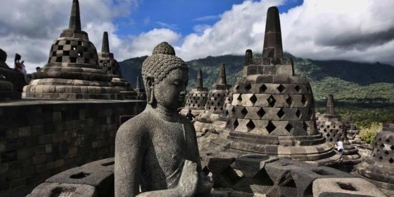 Patung Buddha di Candi Borobudur, Magelang, Jawa Tengah.