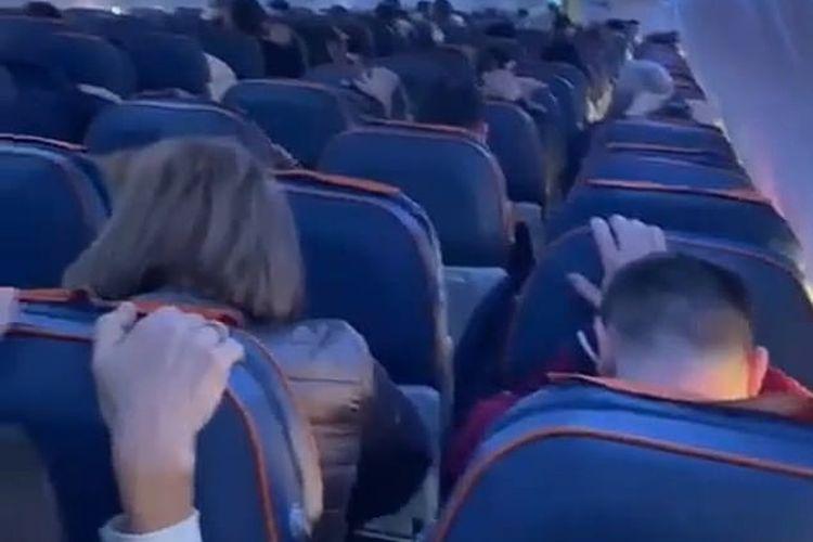 Penumpang Boeing-737 diberitahu untuk bersiap menghadapi dampak setelah pesawat mengalami kerusakan bagian ekor di atas Rusia.