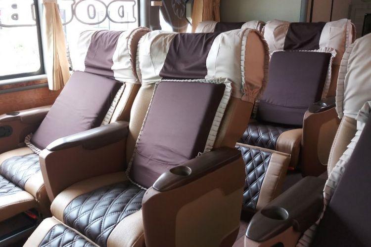 Jenis kursi yang digunakan oleh PO Agra Mas untuk bus tingkat AKAP rute Jakarta-Jepara.