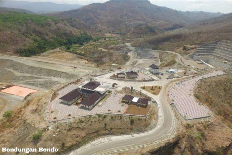 Konstruksi Bendungan Bendo dilakukan sejak tahun 2013 oleh KSO PT Wijaya Karya (Persero) Tbk, PT Hutama Karya (Persero) dan PT Nindya Karya (Persero) dengan nilai kontrak sebesar Rp 1,06 triliun.