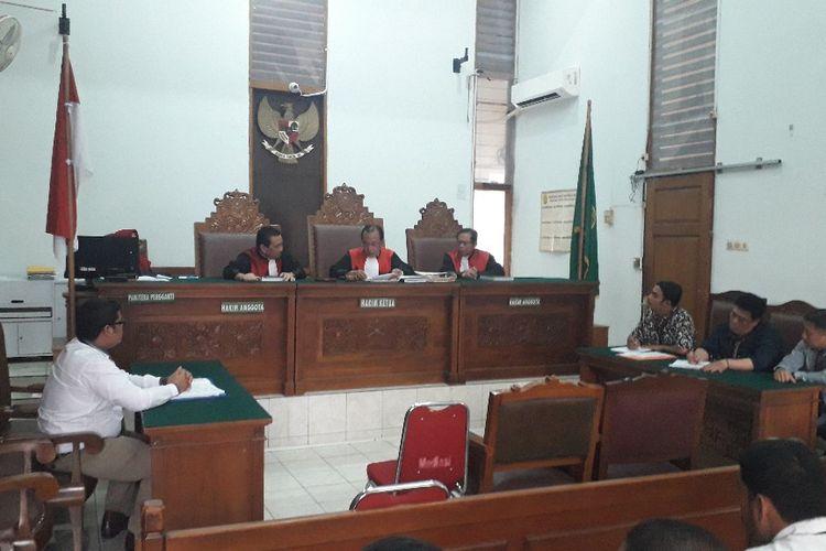 Suasana sidang gugatan perdata terhadap Mulan Jameela dan delapan caleg Partai Gerindra lainnya di Pengadilan Negeri Jakarta Selatan, Kamis (7/11/2019).