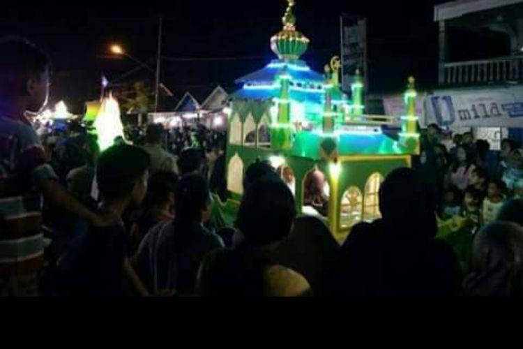Tampak masyarakat di Tanjab Barat, Tungkal Ilir berkumpul dalam festival arakan sahur sebelum adanya pandemi Covid-19.