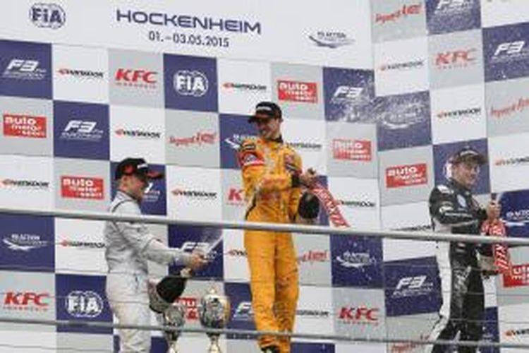 Tim Jagonya Ayam with Carlin, melalui pebalapnya Antonio Giovinazzi, kembali berhasil tiga kali naik podium di putaran kedua Kejuaraan Formula 3 Eropa, yang berlangsung 1-3 Mei 2015 di Sirkuit Hockenheim, Jerman