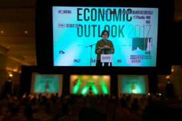 Menteri Keuangan Sri Mulyani Indrawati saat menghadiri Economic Outlook 2017 di Jakarta, Jumat (9/12/2016).