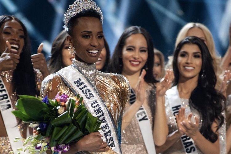 Puteri Afrika Selatan Zozibini Tunzi saat ditetapkan sebagai jawara Misa Universe 2019.
