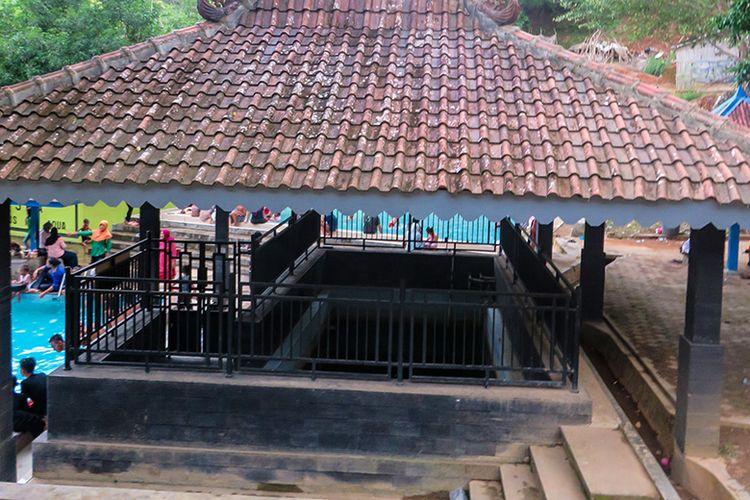 Kolam sumber air panas di Pemandian Air Hangat Tirta Husada di Pacitan yag terlarang dijamah karena airnya yang cukup panas