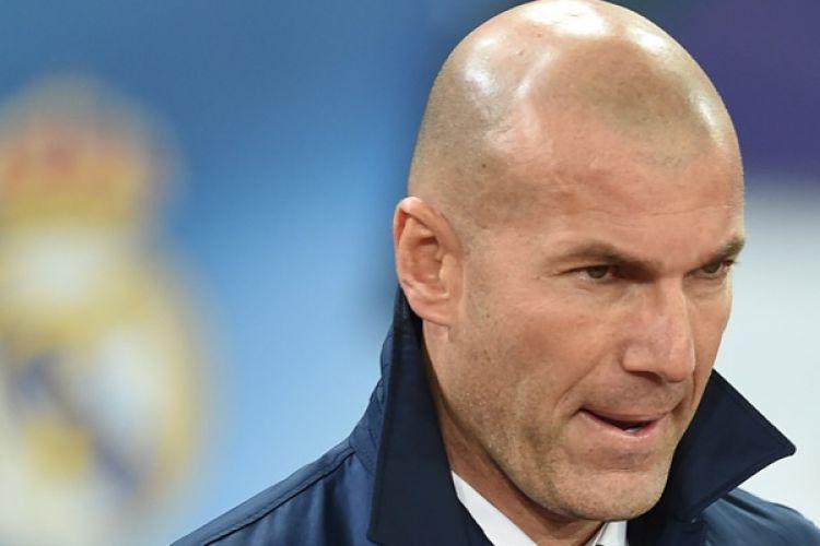 Ekspresi Pelatih Real Madrid, Zinedine Zidane, jelang pertandingan Liga Champions melawan Napoli pada 7 Maret 2017.