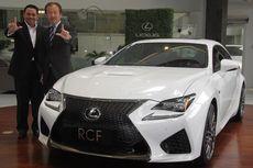 Bos Besar Toyota Uji Langsung Lexus F di Sirkuit