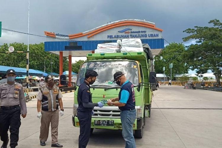 Menjelang bulan ramadhan, pengawasan pemasukan komoditas pertanian semakin diperkuat oleh pejabat Karantina bersama instansi terkait di seluruh pintu masuk yang ada di Pulau Bintan, yakni Kabupaten Bintan dan Kota Tanjungpinang, Kepulauan Riau (Kepri).