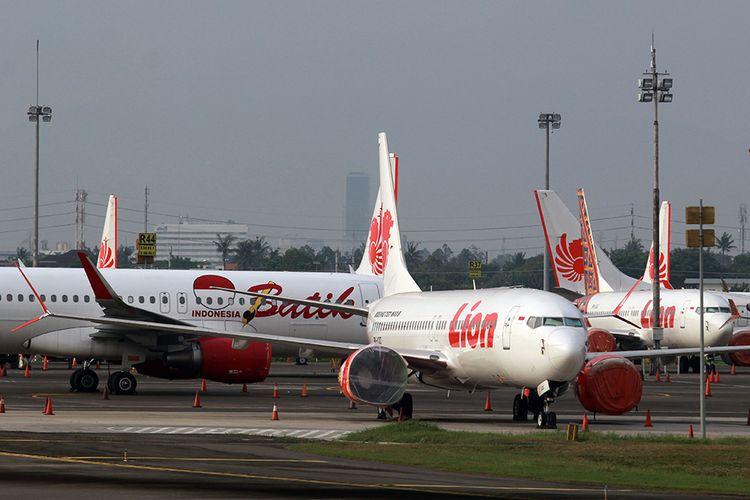 Sejumlah pesawat terparkir di Bandara Soekarno Hatta, Tangerang, Banten, Jumat (24/4/2020). Pemerintah melalui Kementerian Perhubungan menghentikan sementara aktivitas penerbangan komersial terjadwal baik dalam dan luar negeri terhitung mulai 24 April hingga 1 Juni 2020. Hal tersebut merupakan bagian dari pengendalian transportasi selama masa mudik Lebaran 1441 H untuk mencegah penyebaran Covid-19.