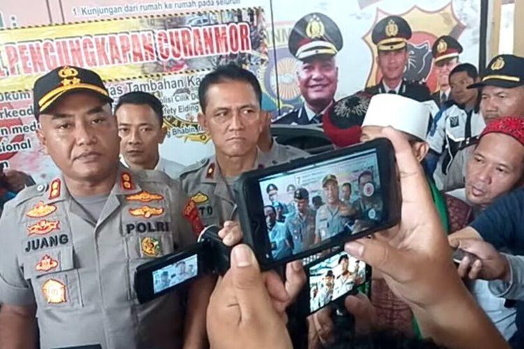 Kapolres Cianjur AKBP Juang Andi Priyanto memberikan keterangan terkait pengungkapan kasus curanmor di Mapolsek Warungkondang, Cianjur, Jumat (31/01/2020)