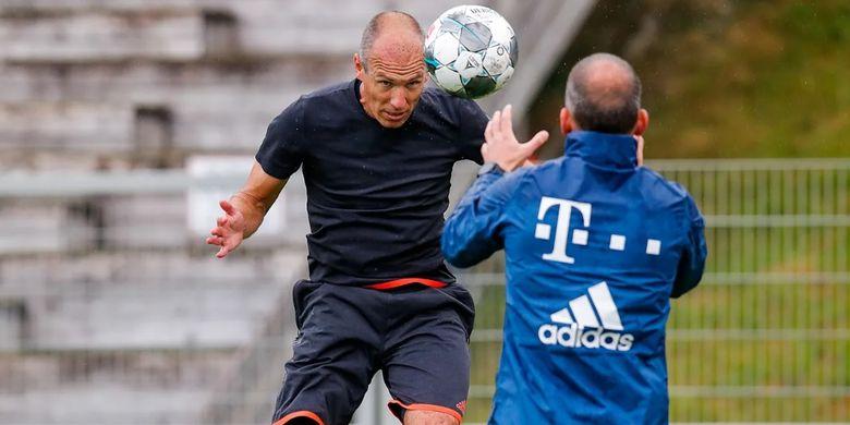 Arjen Robben saat kembali berlatih di pemusatan latihan Bayern Muenchen, pada Jumat (12/6/2020).