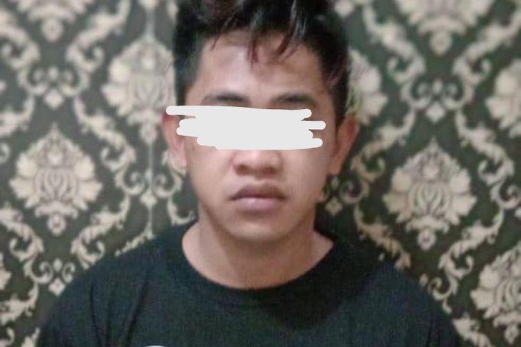 Tahanan yang kabur berinisial A (20).Dia ditahan karena terlibat kasus pencurian