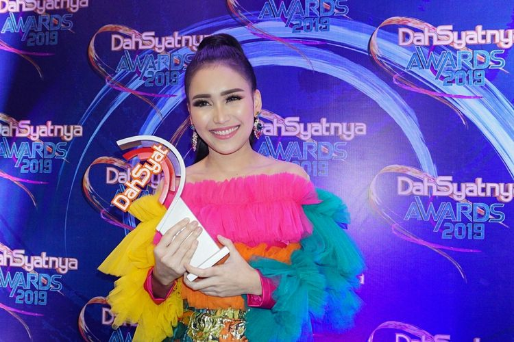 Penyanyi dangdut Ayu Ting Ting saat ditemui di Dahsyatnya Awards 2019 di MNC Studios, Kebon Jeruk, Jakarta Barat, Kamis (28/3/2019).