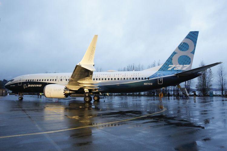 Pesawat Boeing 737 MAX 8 parkir di tarmac pabrik pesawat Boeing di Renton, Washington, Amerika Serikat, 8 Desember 2015. Pesawat ini merupakan seri terbaru dan populer dengan fitur mesin hemat bahan bakar dan desain sayap yang diperbaharui.