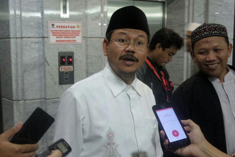 Juru bicara HTI Ismail Yusanto di gedung MK, Jakarta Pusat, Selasa (18/7/2017). Ismail mengajukan gugatan uji materi Perppu No. 2 Tahun 2017 tentang Perubahan atas Undang-Undang No. 17 tahun 2013 tentang Organisasi Kemasyarakatan (Perppu Ormas).