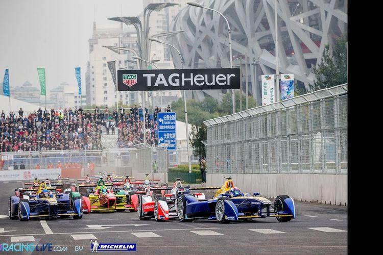 Ajang balap Formula E yang digelar di sekitar Stadion Olimpiade Beijing, China, September 2014.