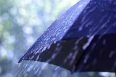Bandung Turun Hujan, BMKG: Hujan Lokal akan Turun Bertahap di Pulau Jawa