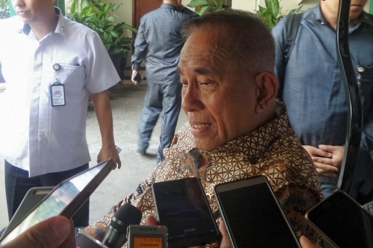 Menteri Pertahanan Ryamizard Ryacudu saat ditemui usai rapat koordinasi khusus tingkat menteri di Kemenko Polhukam, Jakarta Pusat, Rabu (20/9/2017).