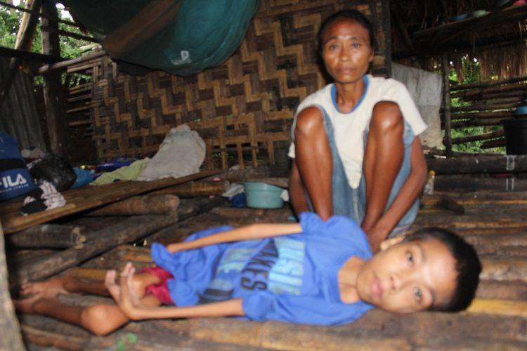 Regina Deta Karere dan anak sulungnya, Dominggus Japa Loka.