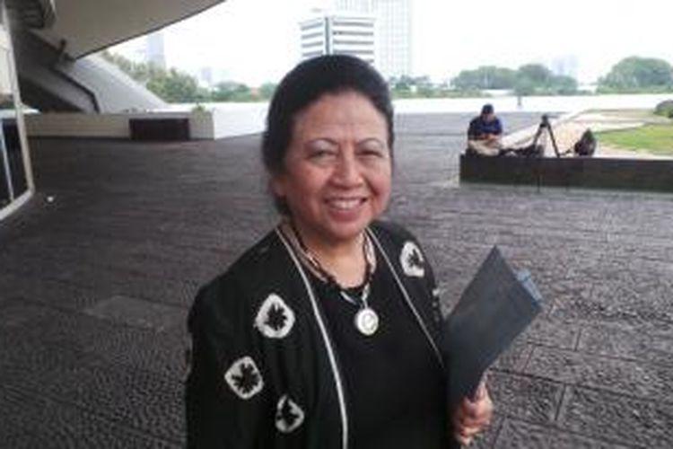 Popong Otje Djunjunan terpilih kembali untuk kelima kalinya sebagai Anggota DPR untuk periode 2014-2019 pada usianya yang ke-76.