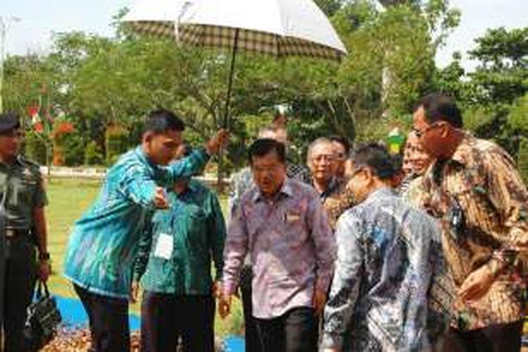 Wakil Presiden Jusuf Kalla menghadiri peluncuran satelit Lapan-A3/IPB, di Pusat Teknologi Penerbangan Lapan, Kecamatan Rumpin, Kabupaten Bogor, Jawa Barat, Rabu (22/6/2016).