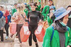 Awkarin dan 3.000 Nasi Kotak untuk Demo Mahasiswa