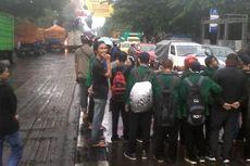 Peringati Hari Sumpah Pemuda, Mahasiswa Makassar Blokade Jalan dan Sandera Truk