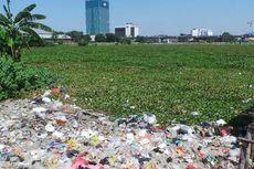Isi Waduk Ria Rio Sampah dan Eceng Gondok
