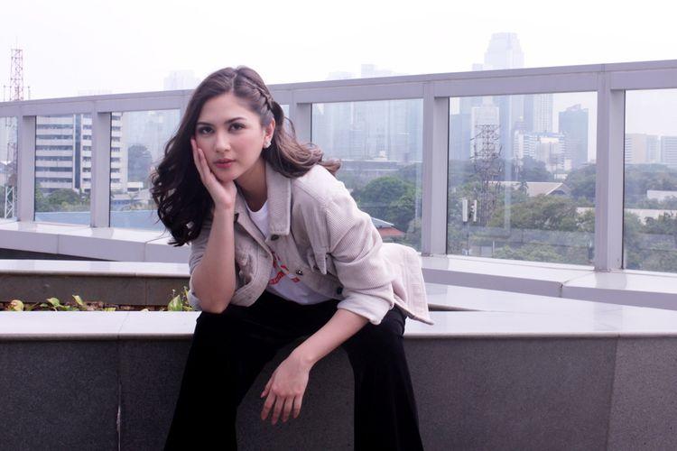 Aktris Jessica Mila berperan sebagai Rara dalam film Imperfect saat promo film di di Kantor Redaski Kompas.com, Menara Kompas, Jakarta,Rabu ( 4/12/2019).