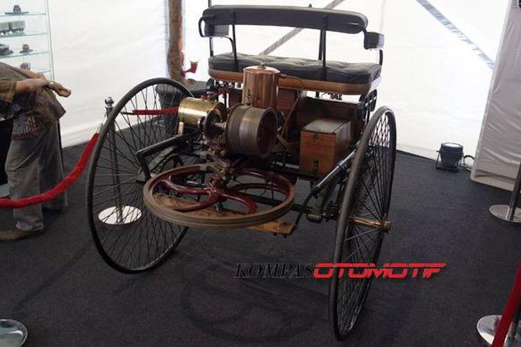 Benz-Model Phaeton sebagai mobil pertama di Indonesia. Mobil 1 silinder 2.000 cc bertenaga 5 tk itu dimiliki Sri Susuhunan Pakubuwono ke-10 pada 1894.