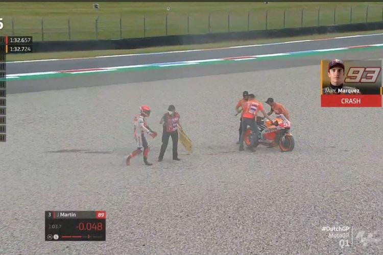 Rider Repsol Honda Marc Marquez mengalami kecelakaan lowside di Tikungan 9 Sirkuit Assen pada sesi kualifikasi 1 (Q1) MotoGP Belanda 2021, Sabtu (26/6/2021) malam WIB.