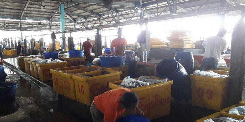 Aktivitas di Pasar Ikan Muara Baru, Jakarta Utara, Kamis (31/1/2019).