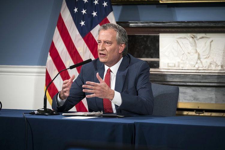 NEW YORK, AMERIKA SERIKAT - Walikota Bill de Blasio mengadakan konferensi pers mengenai coronavirus di New York, Amerika Serikat pada 23 April 2020. De Blasio mengumumkan bahwa sekitar 2 juta warga New York dapat menghadapi kerawanan pangan selama krisis akibat coronavirus yang melintasi negara.