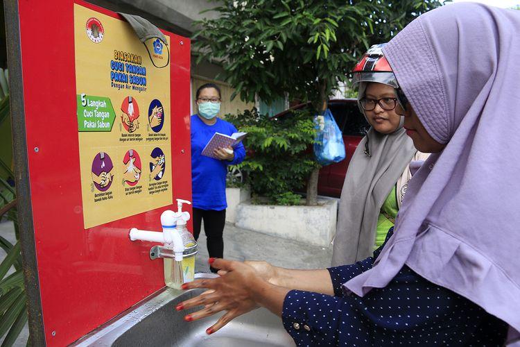 Yayasan Hakka Aceh memasang 11 unit wastafel di kawasan pasar Aceh dan Peunayong, Desa termasuk 1 di Posco jurnalis di Koata Banda Aceh, Rabu (08/04/2020).