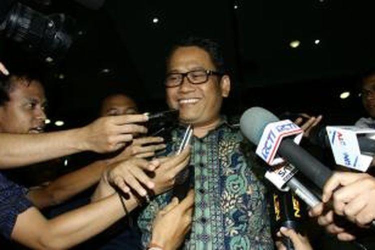 Wakil Bupati Lebak, Banten, Amir Hamzah seusai diperiksa di Gedung Komisi Pemberantasan Korupsi, Jakarta, Rabu (9/10/2013) malam.