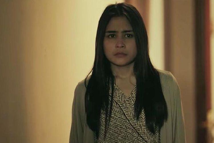 Prilly Latuconsina yang berperan menjadi Risa Saraswati di film Danur (2017).