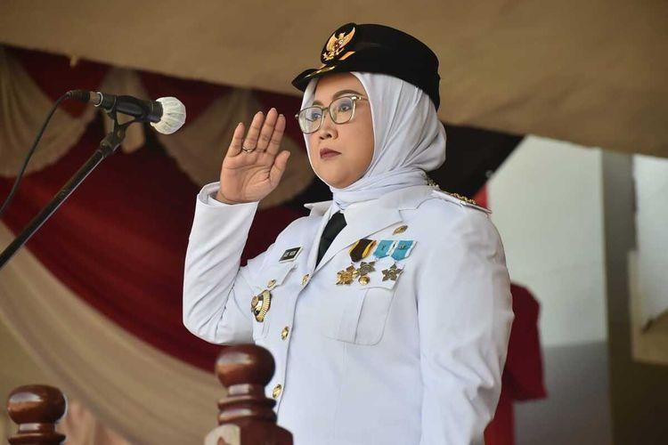 Bupati Bogor Ade Yasin memimpinupacara dirgahayu kemerdekaanRepublikIndonesiadi Lapangan Tegar Beriman, Cibinong, Kabupaten Bogor, Jawa Barat, Senin (17/8/2020).