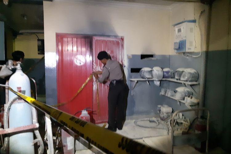 Ruang genset yang diduga terbakar di SPBU Pos Pengumben, Kembangan, Jakarts Barat, Selasa (28/1/2020) malam