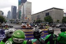 Sosialisasi Tilang Elektronik, Polisi Bawa Spanduk dan Bagikan Brosur di Simpang Sarinah